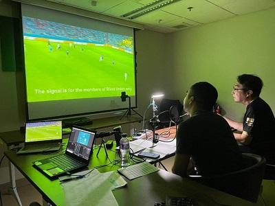 開聲體直播的現場照片,口述影像評述員為大家旁述足球賽